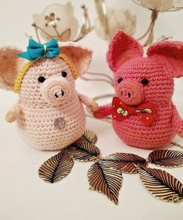 Soft toy: Happy family of piglets (incl. two little pigs)