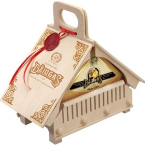 Cheese Džiugas Cottage in a wooden box. 0.9 kg